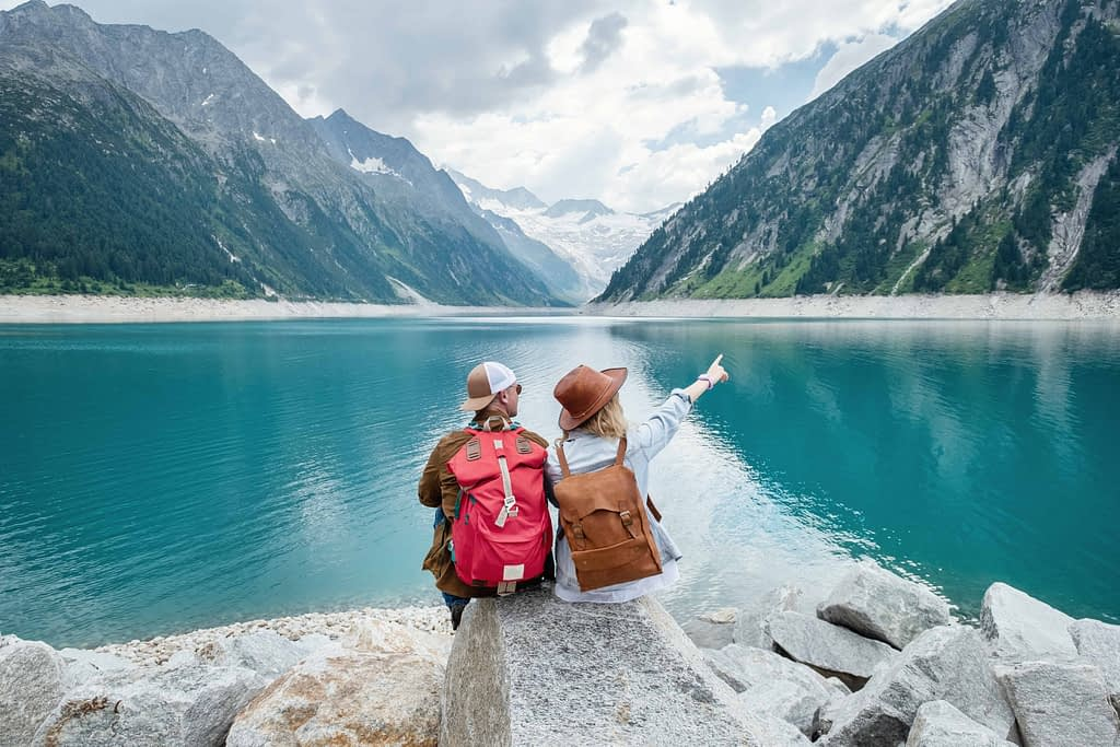 a-team-of-travelers-looking-at-the-lake-in-austria-PKFYRFV